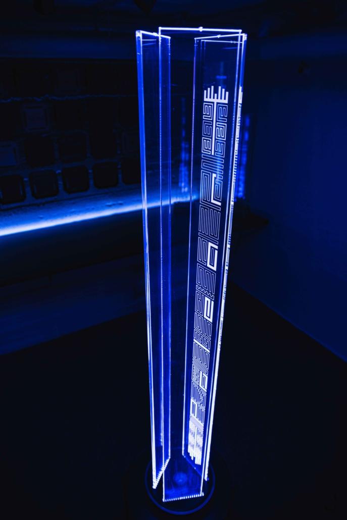 Stehleuchte_Diamond_one_blue